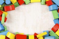 Quadro dos blocos dos brinquedos, tijolos de madeira multicoloridos Fotografia de Stock Royalty Free