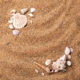 Quadro dos vários escudos na areia imagens de stock