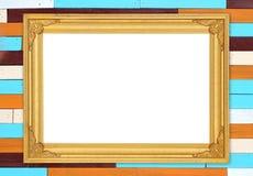 Quadro dourado vazio na parede de madeira colorida Imagem de Stock