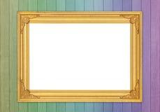 Quadro dourado vazio na parede de madeira colorida Imagem de Stock Royalty Free