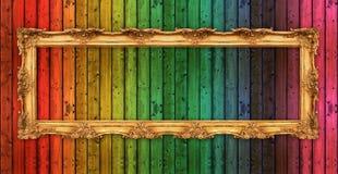 Quadro dourado velho longo sobre a parede de madeira colorida Imagens de Stock Royalty Free