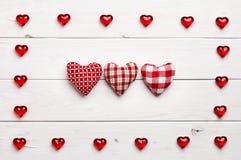 Quadro e corações no fundo de madeira Foto de Stock Royalty Free