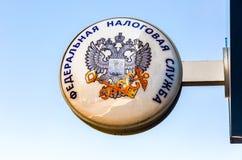 Quadro indicador com o emblema do servi?o do imposto federal do russo foto de stock royalty free