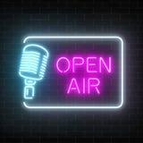 Quadro indicador de néon do ar livre com o microfone no restangle Clube noturno com ícone falador vivo do concerto ilustração royalty free