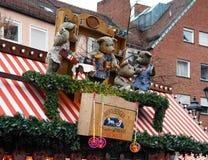 Quadro indicador do Natal com as bonecas em Nuremberg Fotografia de Stock