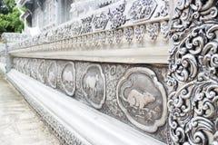 Quadro a laca de prata da gravura do zodíaco tailandês do lanna no templo Ch Imagens de Stock