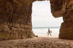Quadro natural nas rochas da praia de Beliche, em Sagres imagem de stock