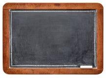 Quadro-negro da ardósia vazia com giz fotografia de stock