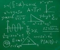 Quadro-negro do quadro da fórmula da matemática da matemática foto de stock