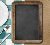 Quadro-negro do menu que encontra-se na tabela Imagens de Stock Royalty Free