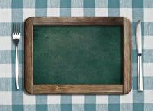 Quadro-negro do menu que encontra-se no tablecloth Imagem de Stock