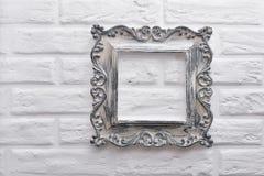 Quadro sem uma imagem em uma parede de tijolo branca Fotografia de Stock Royalty Free