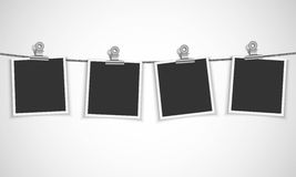 Quadro vazio da foto que pendura em uma corda Imagem de Stock