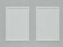 Quadro vazio que pendura sobre a parede de tijolo Imagens de Stock Royalty Free