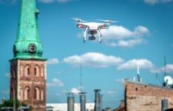 Quadrocopter del vuelo Fotografía de archivo
