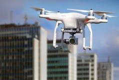 Quadrocopter, helicóptero, abejón en la acción Imágenes de archivo libres de regalías