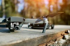 Quadrocopter na w górę tła natura zdjęcia stock