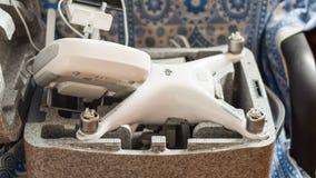 Quadrocoptersdji Spoor 4 in zijn eigen het dragen open geval stock fotografie