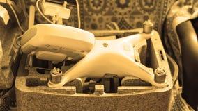 Quadrocoptersdji Spoor 4 in zijn eigen het dragen open geval stock foto's