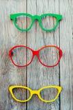 Quadros coloridos dos vidros colocados em uma exposição para a venda Foto de Stock