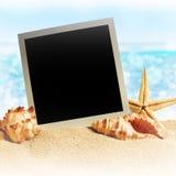 Quadros da foto na areia do mar ilustração do vetor