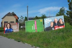 Quadros de avisos da campanha eleitoral do Partido Democratico Social de Alemanha SPD, os verdes, e a esquerda para a EU-eleição foto de stock royalty free