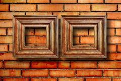 Quadros de madeira do vintage para imagens na parede de tijolo Fotografia de Stock Royalty Free