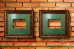 Quadros de madeira do vintage para imagens na parede de tijolo Fotos de Stock Royalty Free