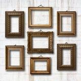 Quadros de madeira dourados para imagens na parede de pedra Imagem de Stock Royalty Free