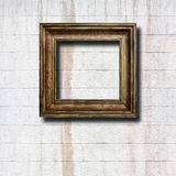 Quadros de madeira dourados para imagens na parede de pedra Fotografia de Stock Royalty Free