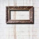 Quadros de madeira dourados para imagens na parede de pedra Imagens de Stock