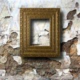 Quadros de madeira dourados para imagens na parede de pedra Foto de Stock Royalty Free