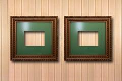 Quadros de madeira dourados para imagens no fundo Foto de Stock