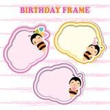 Quadros do aniversário com as abelhas bonitos no quadro colorido apropriado para o cartão do aniversário Imagens de Stock Royalty Free