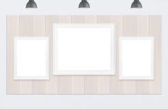 Quadros na parede de madeira e no fundo branco Imagens de Stock