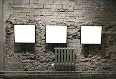 Quadros na parede de tijolos Fotografia de Stock Royalty Free