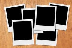 Quadros vazios da foto do Polaroid na mesa Fotos de Stock Royalty Free