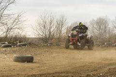 Quadruple rapide conduisant la formation sur le tous terrains Photo stock