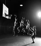 Quadruplique movimentos de jogadores de basquetebol foto de stock royalty free