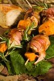 Quaglie con pancetta affumicata fotografia stock