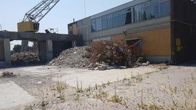 Quai abandonné de port avec le bureau le long du vliet dans Leidschendam, Pays-Bas image stock