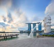 Quai de central de Singapour Ville moderne au lever de soleil photos stock
