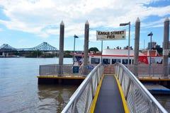 Quai de ferry d'Eagle Street Pier à Brisbane Photographie stock libre de droits