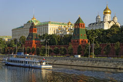 Quai de Kremlin de nea de croiseur de vacances Image libre de droits