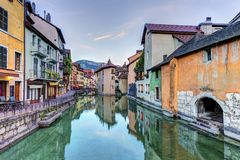 Quai de l'Ile and canal in Annecy old city, France Stock Photography