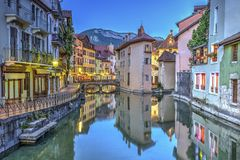 Quai de l'Ile and canal in Annecy old city, France Stock Photo