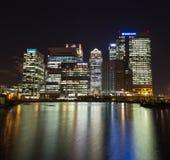 quai jaune canari de nuit de Londres de quartiers des docks Photo libre de droits