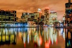 quai jaune canari de nuit de Londres de quartiers des docks Image stock