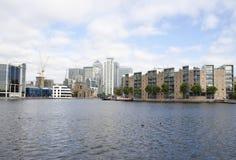 Quai jaune canari et les canaux de quartiers des docks Photo stock