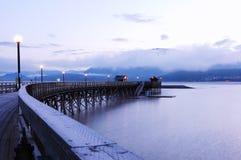 Quai sur le lac Shuswap images stock